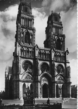 Like Chartres The Cathedral Of Notre Dame In Paris Also Represents A Stylistic Transition Between Low And High Gothic Styles But Is Closer To
